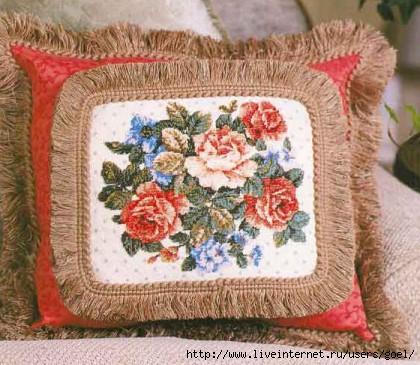 Вышивка бисером.  Подушка с цветочным узором.  Прочитать целикомВ.