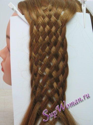 Волосы во время плетения
