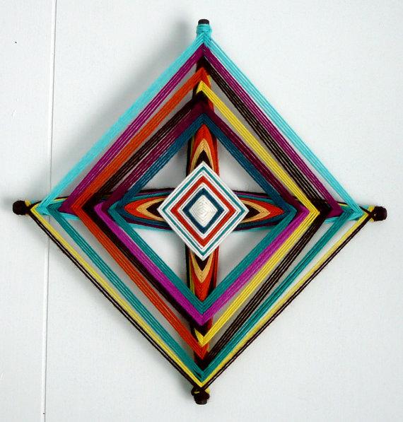 Квадратная мандала из ниток