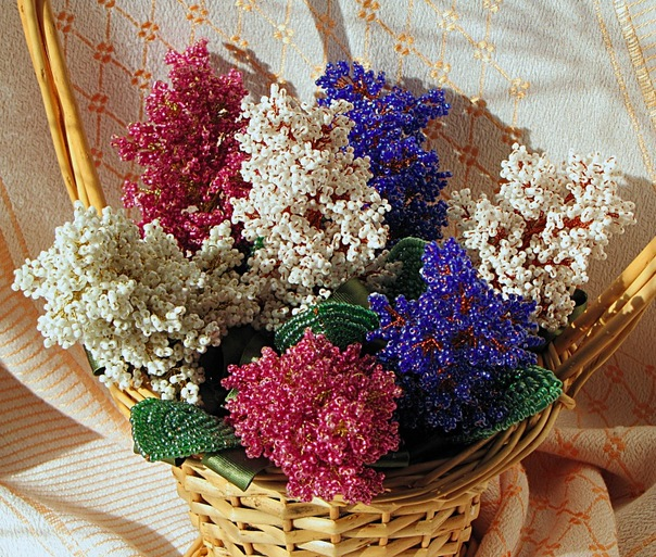 Если Вы решили сплести не один цветок, а целый букет,при создании композиции следует учесть некоторые правила.