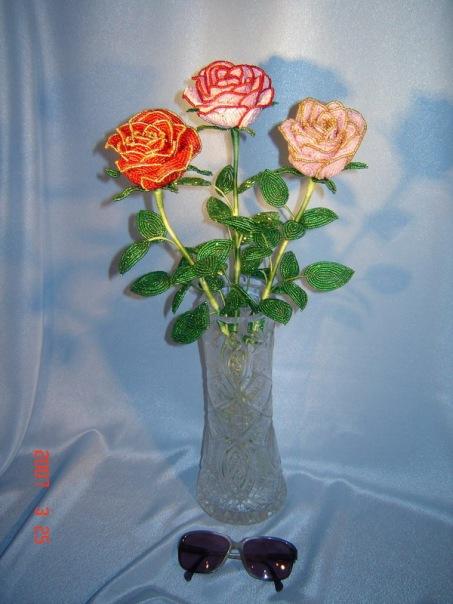 Ещё розы из бисера!  Посмотрите,какая красота!  Прочитать целикомВ.
