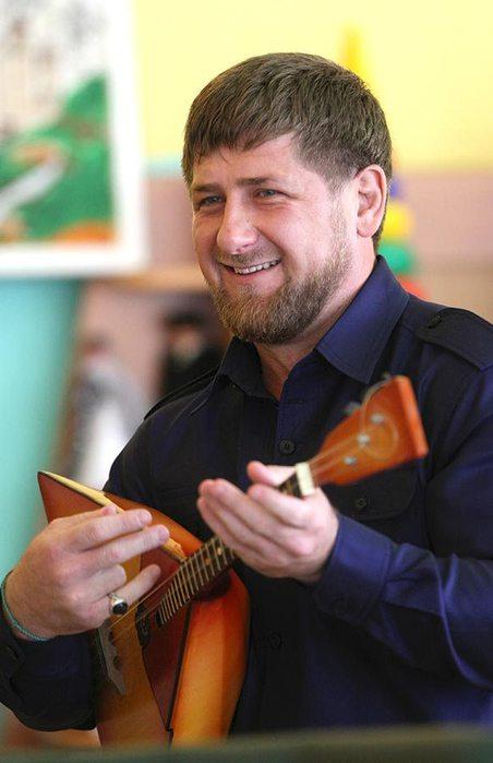 Рамзан-Кадыров_балалайка (452x700, 43Kb)