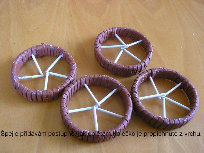 Декоративные кашпо-коляски из газетных трубочек (5)