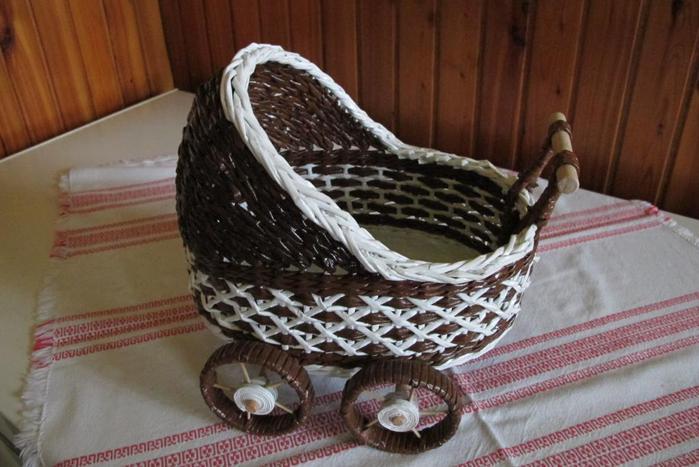 Декоративные кашпо-коляски из газетных трубочек (18)