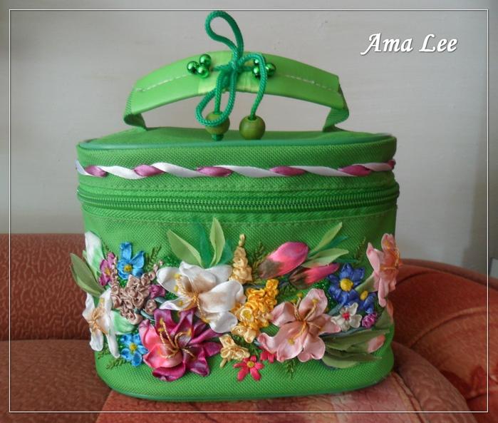 ...обычную сумочку для косметики от Ив Роше (вышивка лентами).