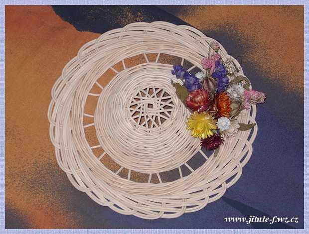 Панно из газет плетение