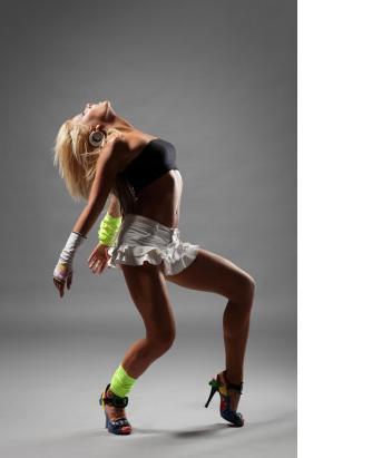 Бесплатные видео уроки танцам go go Занимаясь клубными.