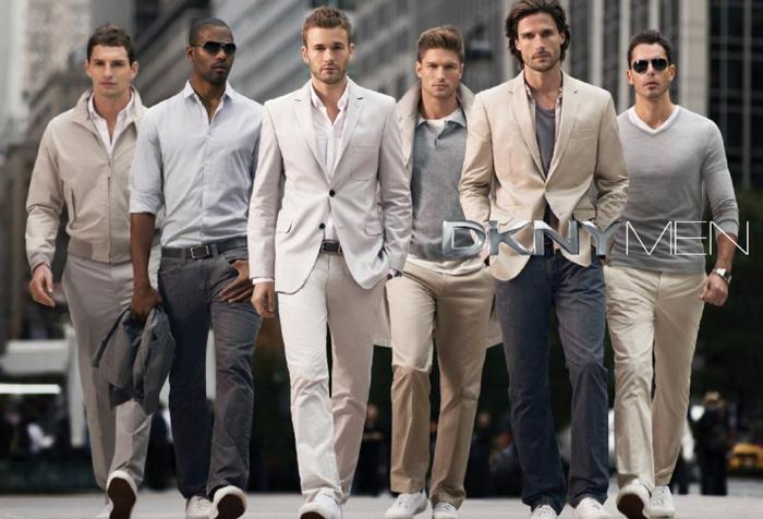 И что тут нестандартное? мужчины одеты модно.  Какие-то странные у вас...