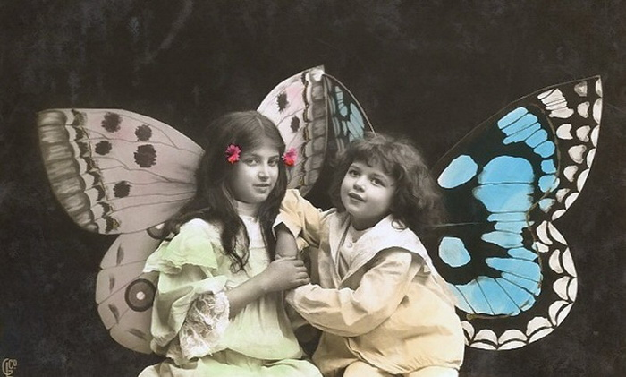 Butterfly-Girls-Vintage-Tinted-Picture-Postcard (700x421, 104Kb)
