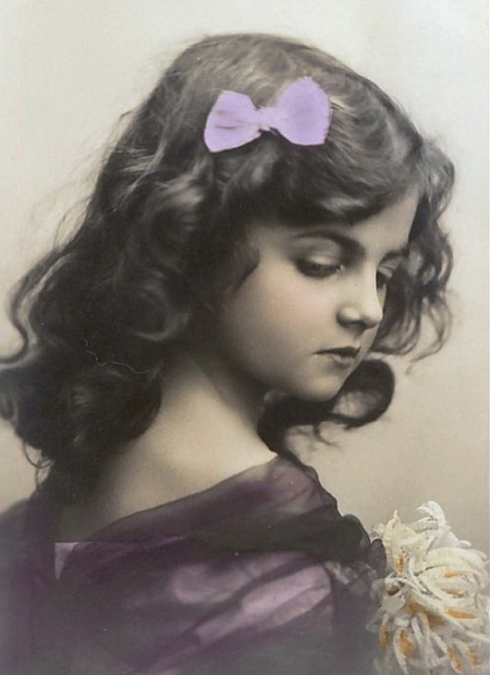 Beautiful-young-girl-with-bow-in-her-hair-Vintage-Postcard (450x619, 71Kb)
