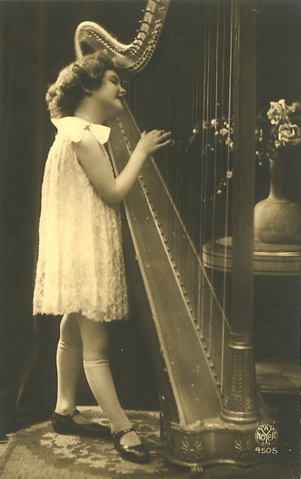 Girl-Playing-Harp-picture-Vintage-postcards (439x700, 75Kb)