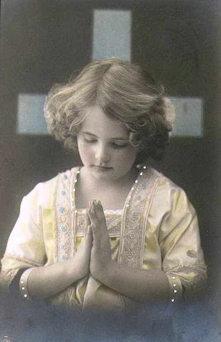 Holy-postcards-cross-girl-praying-pictures (450x696, 90Kb)
