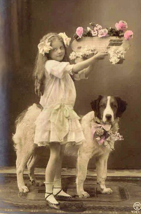 Little-girl-and-dog-postcard (450x681, 93Kb)
