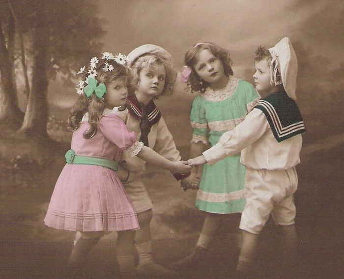 Pretty-Children-Hand-Tinted-Real-Photo-Postcard (700x568, 125Kb)