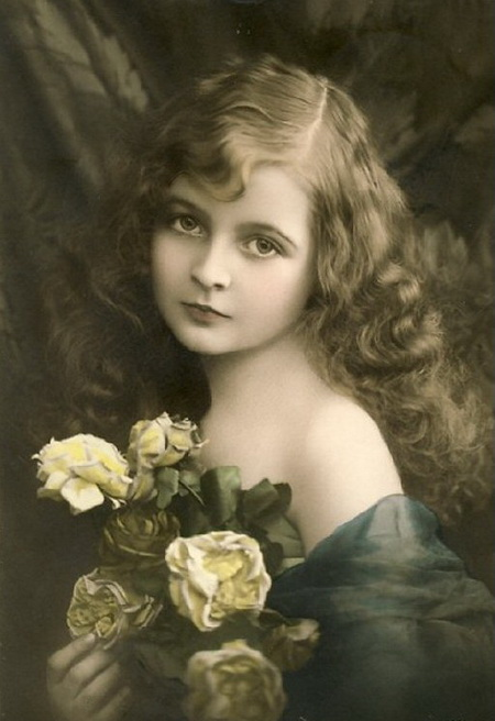 Vintage-Postcards-Beautiful-young-girl-with-flowers (450x656, 81Kb)