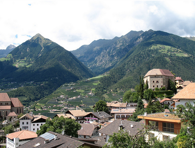 Blick auf Schloss Schenna mit Dorf Tirol und der Mutspitze im Hintergrund  Flickr - Photo Sharing! (650x494, 718Kb)