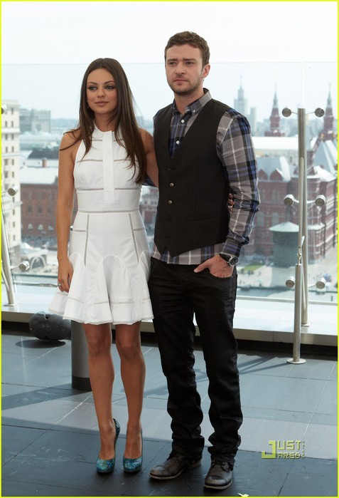 mila-kunis-justin-timberlake-friends-with-benefits-moscow-photo-call-01 (477x700, 73Kb)