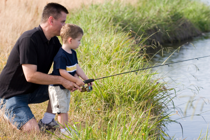 FatherandSonFishing(1) (700x465, 480Kb)
