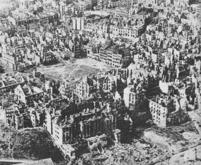 Destroyed_Warsaw,_capital_of_Poland,_January_1945 (700x576, 300Kb)