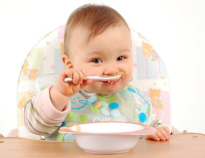ребенок кушает (420x323, 16Kb)