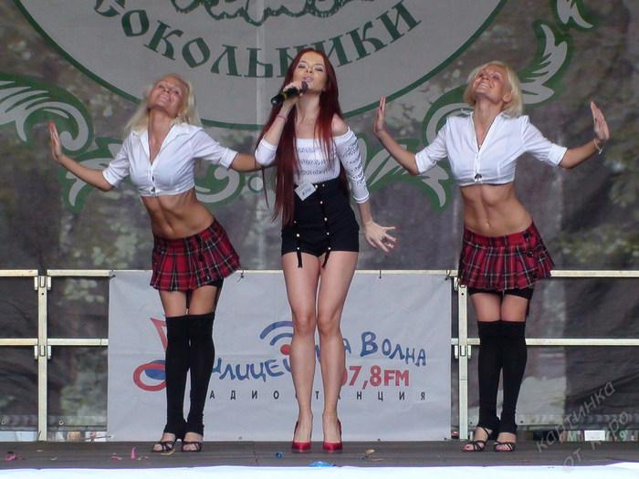 18-20 Сокольники - Елена Князева и танцовщицы (700x525, 98Kb)