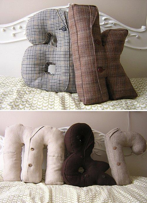 Подушки шьет из старых пиджаков и продает канадская художница Хилари...