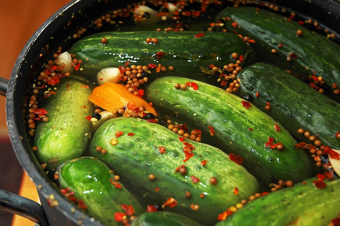 4278666_2539063267_f25e41bb92_making_pickles_O (700x465, 298Kb)