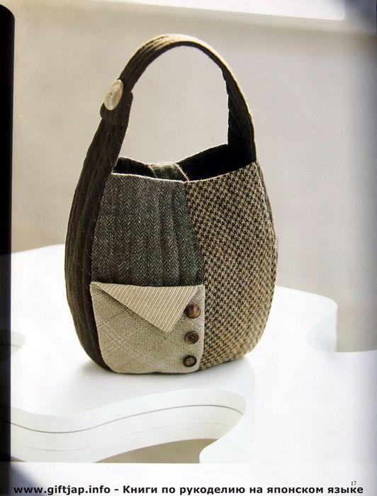 Черного цвета большая сумка Chanel.