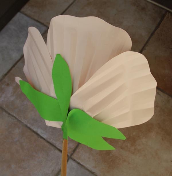 Как сделать цветок из обычной бумаги