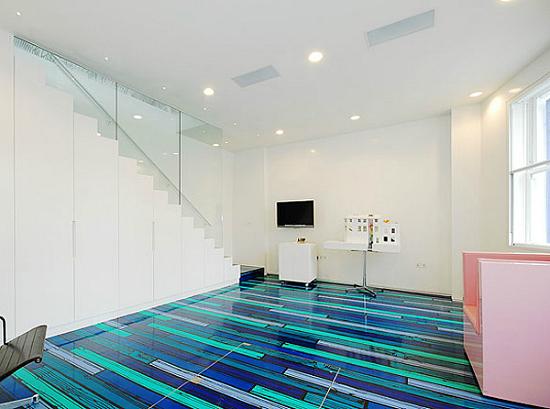 Дизайн квартир - фотографии радужного интерьера/2822077_TheRainbowHouseLondonbyABRogersDesign31 (550x409, 168Kb)