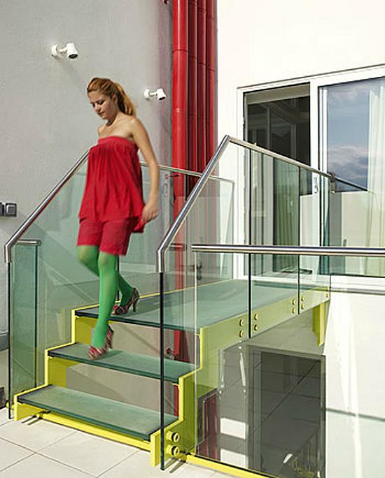 Дизайн квартир - фотографии радужного интерьера/2822077_TheRainbowHouseLondonbyABRogersDesign161 (550x684, 251Kb)