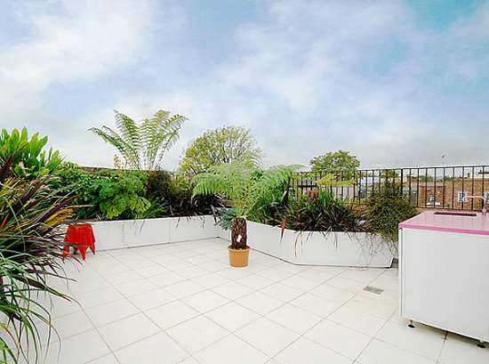 Дизайн квартир - фотографии радужного интерьера/2822077_TheRainbowHouseLondonbyABRogersDesign181 (550x409, 199Kb)