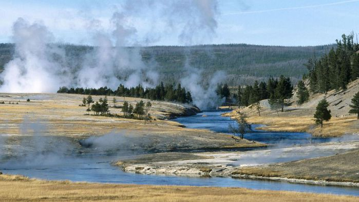 Geysers_Yellowstone_National_Park_Wyoming[1] (700x393, 52Kb)