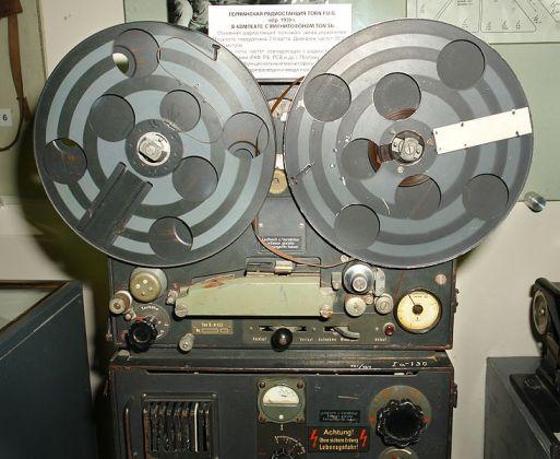 06 Магнитофон часть немецкой радиостанции Второй Мировой войны. (513x420, 45Kb)