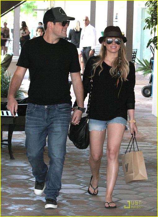 hilary-duff-mike-strolling-sweeties-02 (509x700, 112Kb)