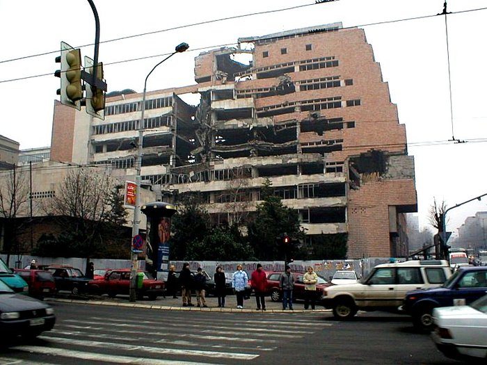 NATO_damage_in_Belgrade (700x525, 95Kb)