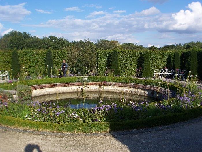 Замок Бретей / Chateau de Breteuil - в гостях у Шарля Пеpро 33189