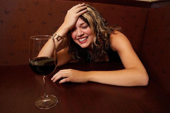 http://img0.liveinternet.ru/images/attach/c/3/77/193/77193360_large_3571750_Drunk_Girl.jpg