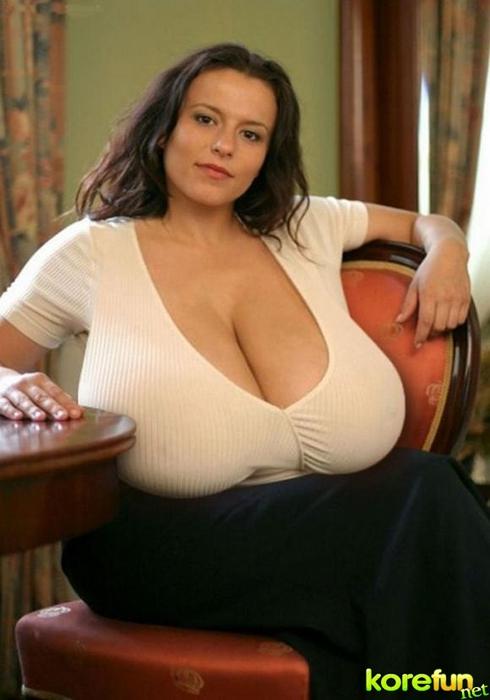 huge-female-breast02 (490x700, 176Kb)