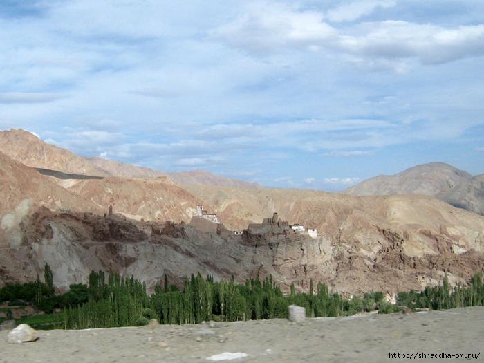 Индия, Ладакх, окрестности Леха, монастырь Shali, 1 (700x525, 183Kb)