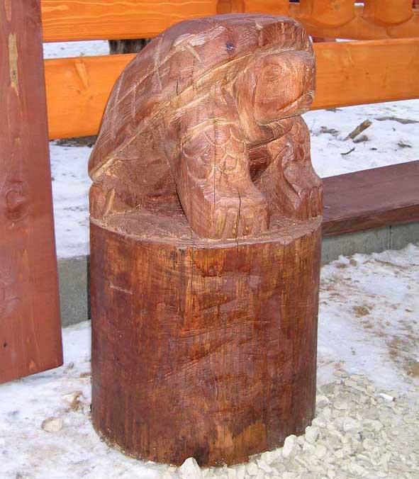 Деревянные скульптуры для уюта во дворе