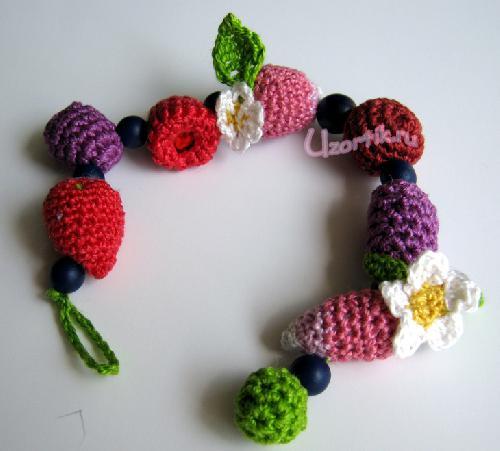 Состав пряжи: хлопок.  Вам потребуется: Ирис разных цветов, крючок 1,1, наполнитель, синие бусины 8 шт.