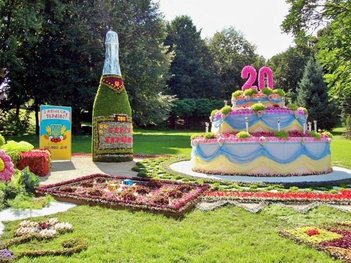 Киев.  Торт из цветов на выставке цветов 2011.