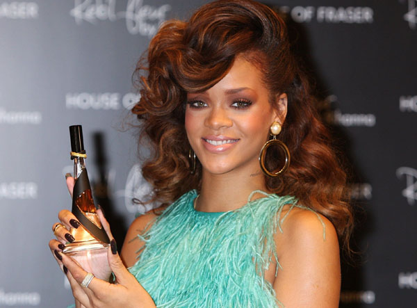 3069020_Rihanna_launches_her_fragrance_Reb_l_Fleur_in_London_19_08_2011_rihanna1_ru_040 (600x443, 69Kb)