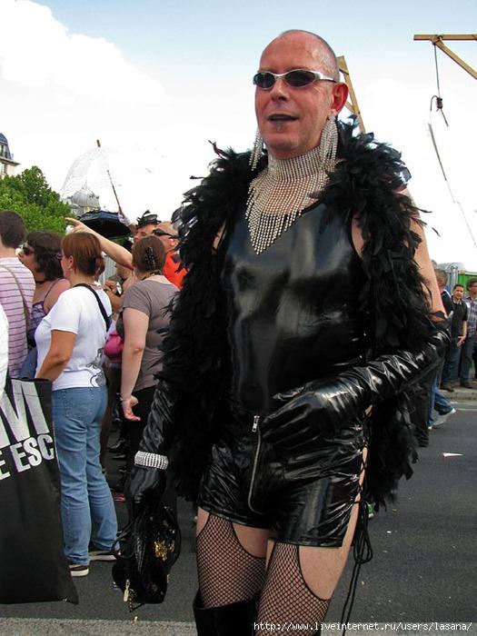 переодетые геи в женщин фото