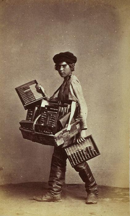 33854An Abacus Seller (422x700, 61Kb)