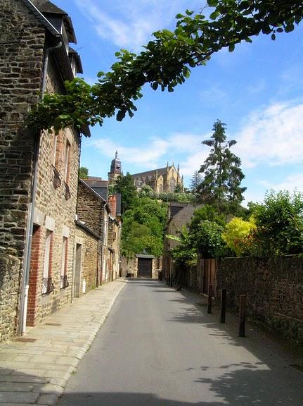 Фужер (Fougeres) — старинный город-крепость с 13 башнями в Бретани 45765
