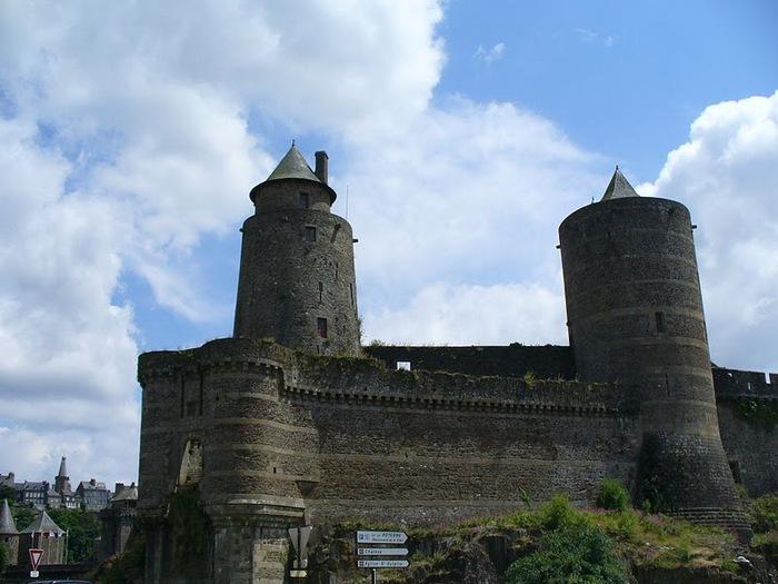 Фужер (Fougeres) — старинный город-крепость с 13 башнями в Бретани 59237