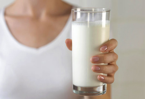 3249162_jiu_rf_photo_of_woman_holding_glass_of_milk (493x335, 25Kb)