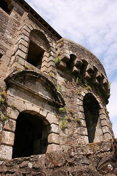 Фужер (Fougeres) — старинный город-крепость с 13 башнями в Бретани 69517